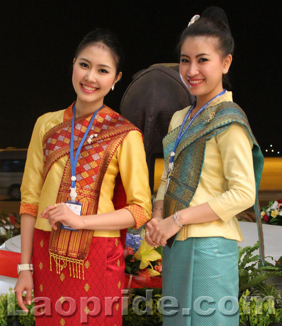 lao-airlines-hostess-2